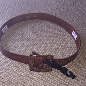 Women's leather brown belt. NWT.